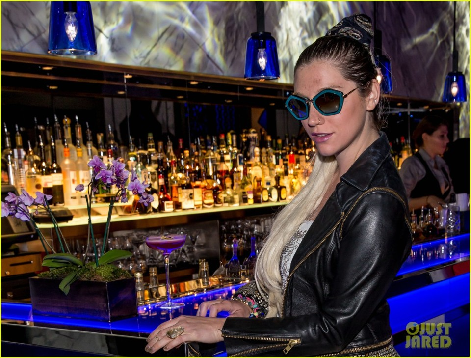 Kesha Dines at Hakkasan Nightclub and Restaurant **NO Germany, Austria**