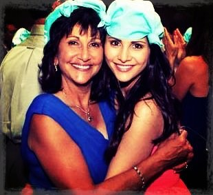 Andi Dorfman and her mom Source: Twitter
