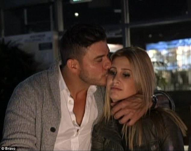 Jax dating golnesa rakkaus 4 elämää dating
